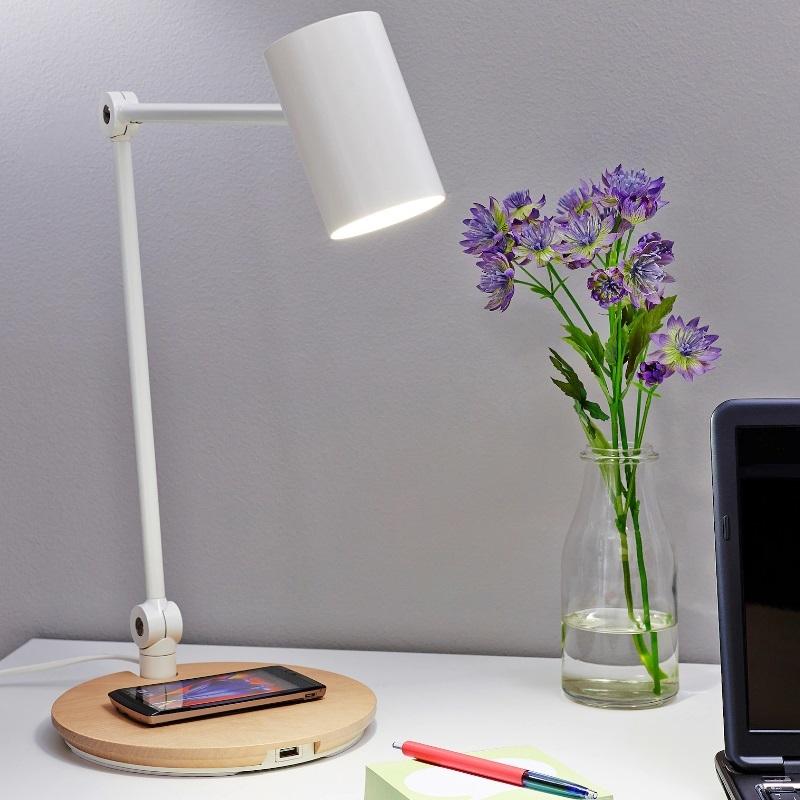 Flexo con base de carga para móviles, de Ikea