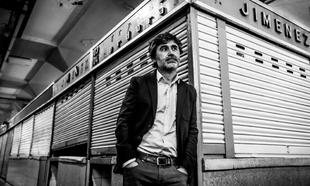 Pedro Simón, autor de 'Los ingratos', en el Mercado de la Cebada de...