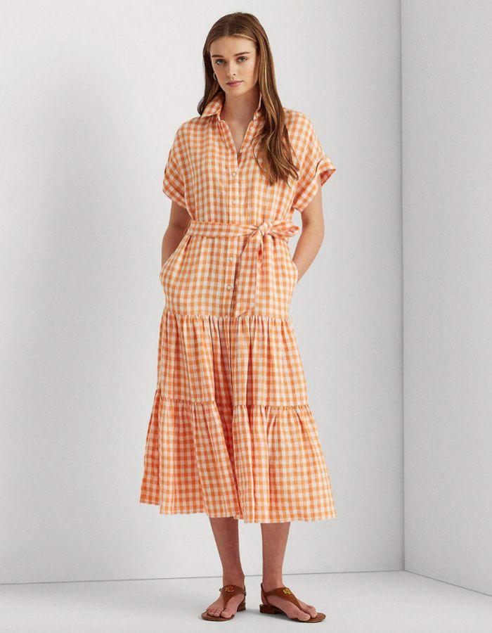 Vestido vaporoso de cuadros vichy en tonos naranja de Lauren Ralph Lauren.