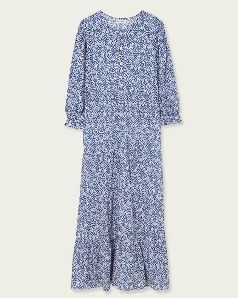 Vestido en tonos azules con botones en el escote de Brownie.