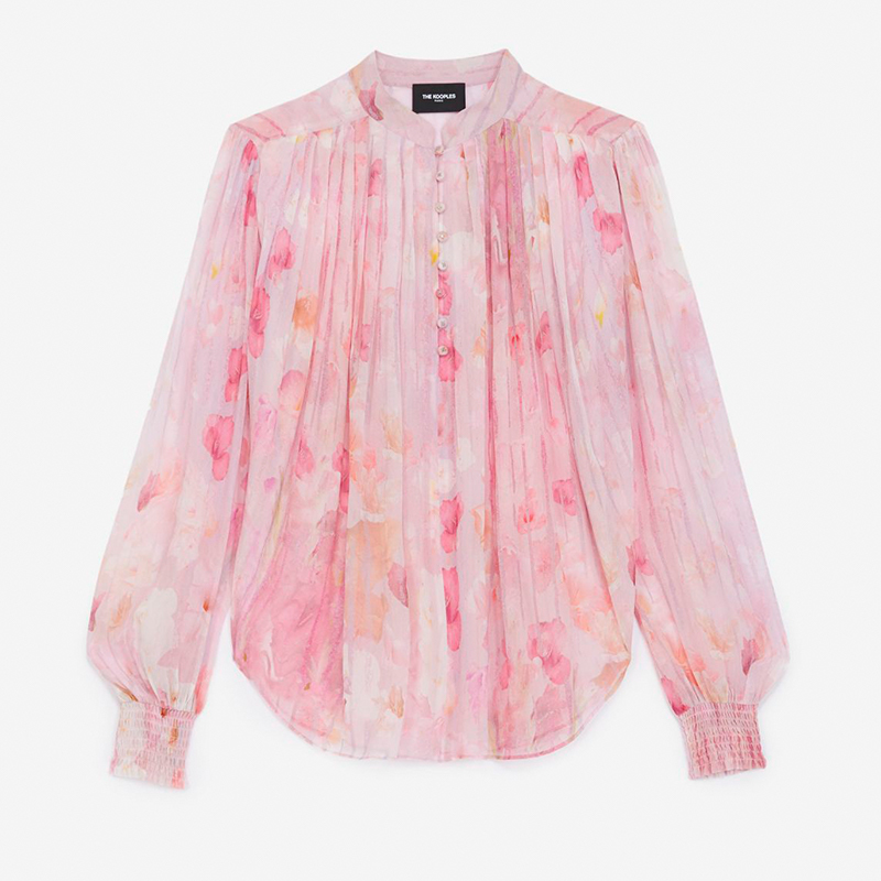 Blusa rosa estampada.