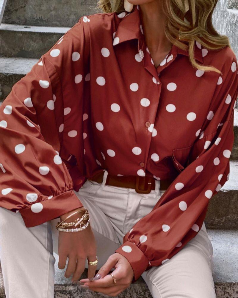 Blusa con estampado de lunares de Shein.