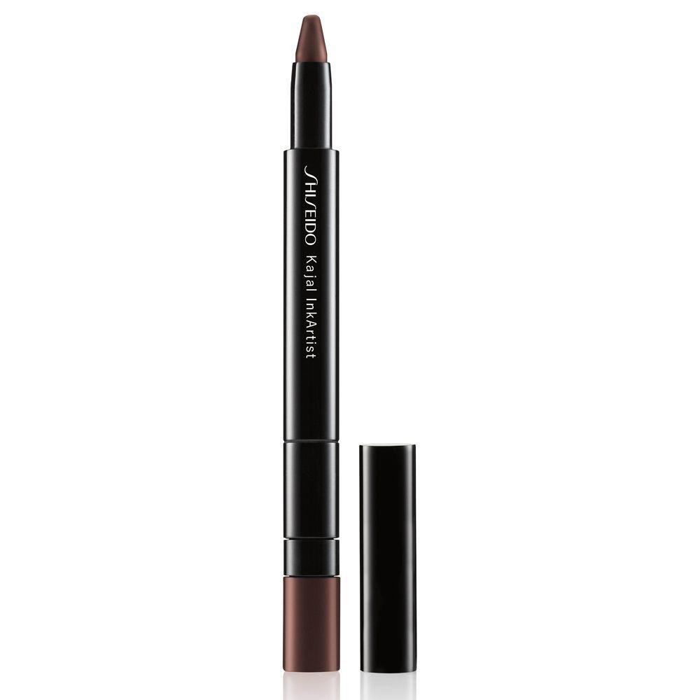Eyeliner, sombra de ojos en stick y lápiz de cejas Kajal Ink Artist de Shiseido.