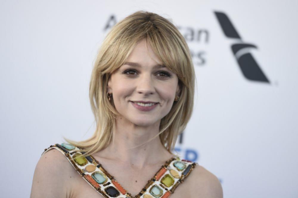 La actriz con un corte a capas muy ligeras y flequillo abierto para su melena lisa a la altura de los hombros.