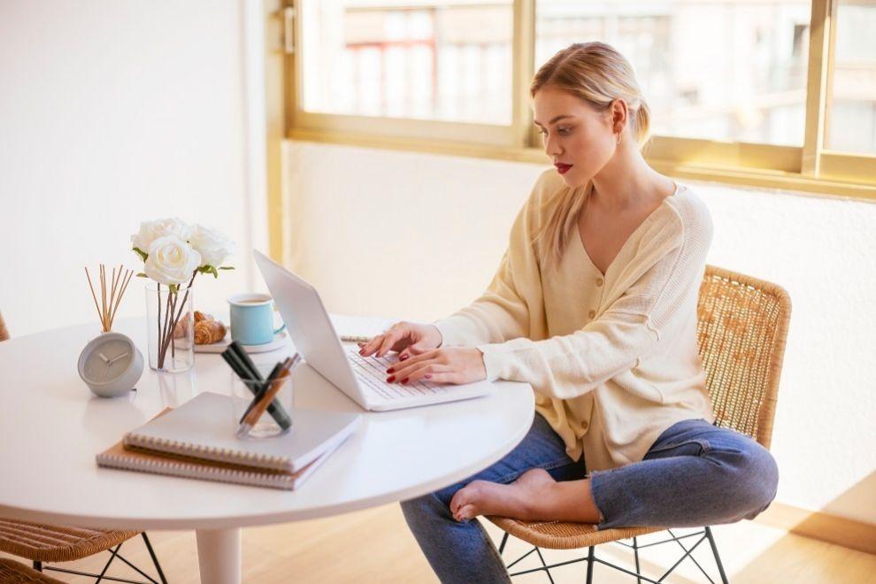 Aunque estés en casa intenta mantener la misma concentración en el trabajo que en la oficina.