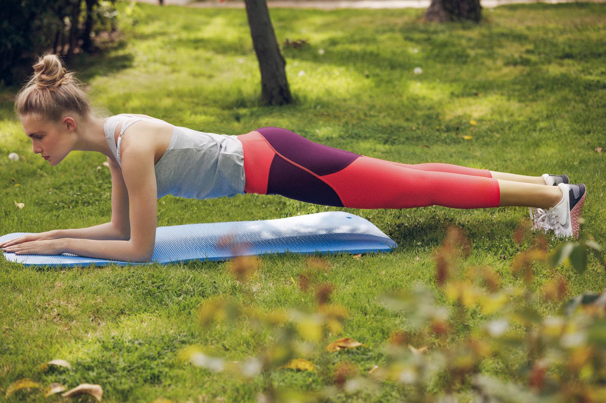 Fortalece abdomen con las planchas.