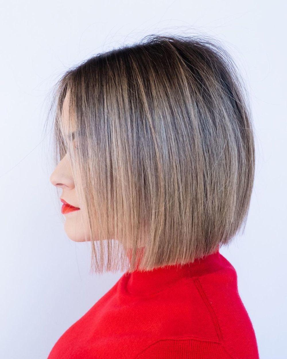 El paper cut bob ligeramente inclinado en la zona delantera de la melena, ideal para dar la sensación de pelo más grueso.
