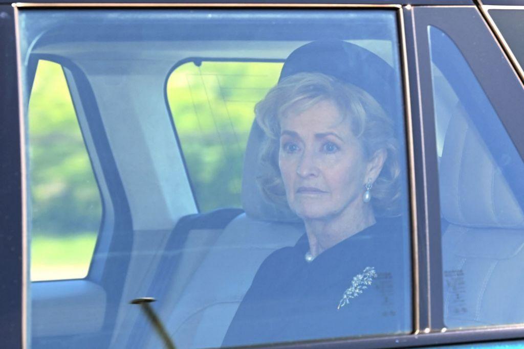 Penny llega al funeral de Felipe de Edimburgo.