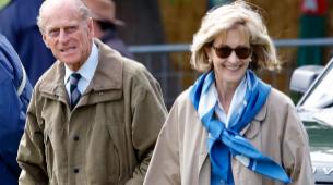 El duque de Edimburgo y Lady Penny en una carrera de caballos en...
