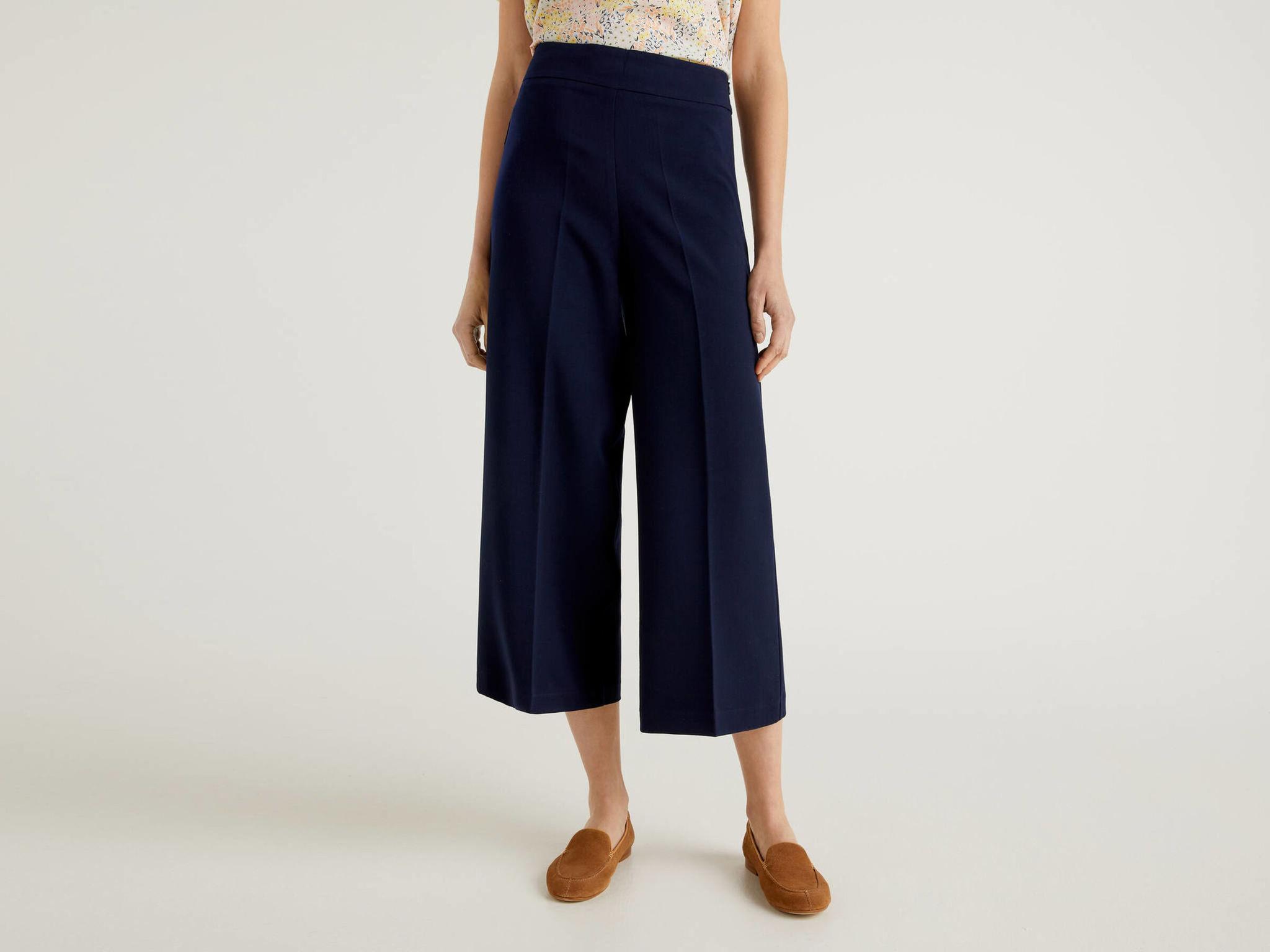 Pantalones cropped azul marino de Benetton