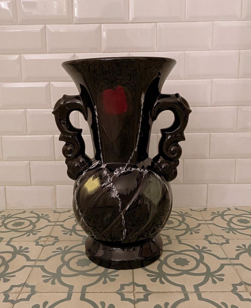 Jarrón gigante de cerámica de Archivo