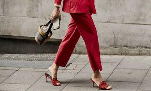 Elige para tus sandalias de verano colores vibrantes.