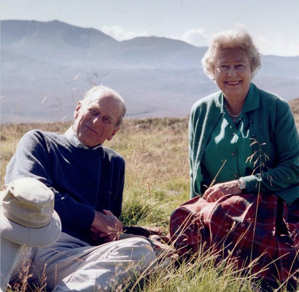 Una de las últimas fotografías compartidas por la reina, junto a Felipe de Edimburgo.