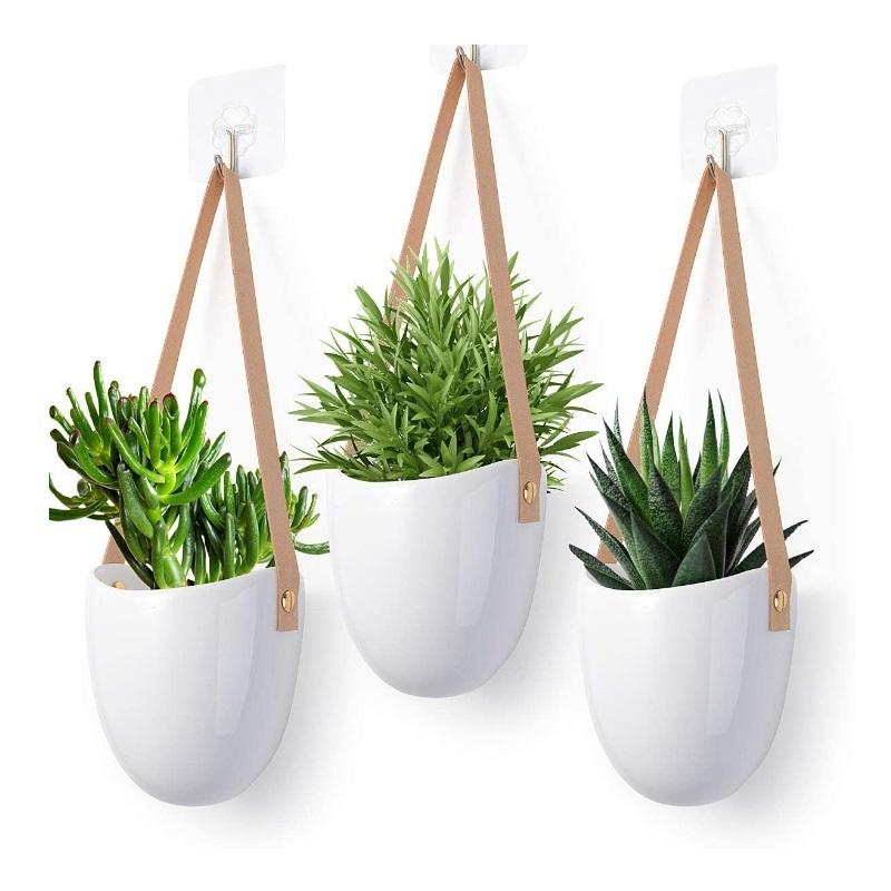 Colgador de plantas en cerámica.