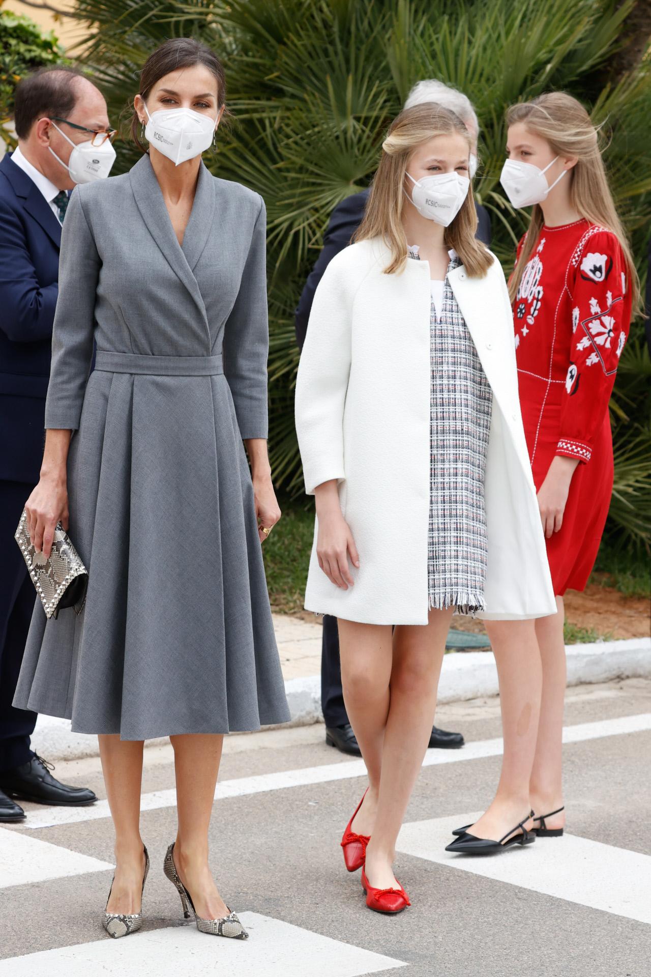 La reina Letizia con la princesa Leonor y la infanta Sofía.