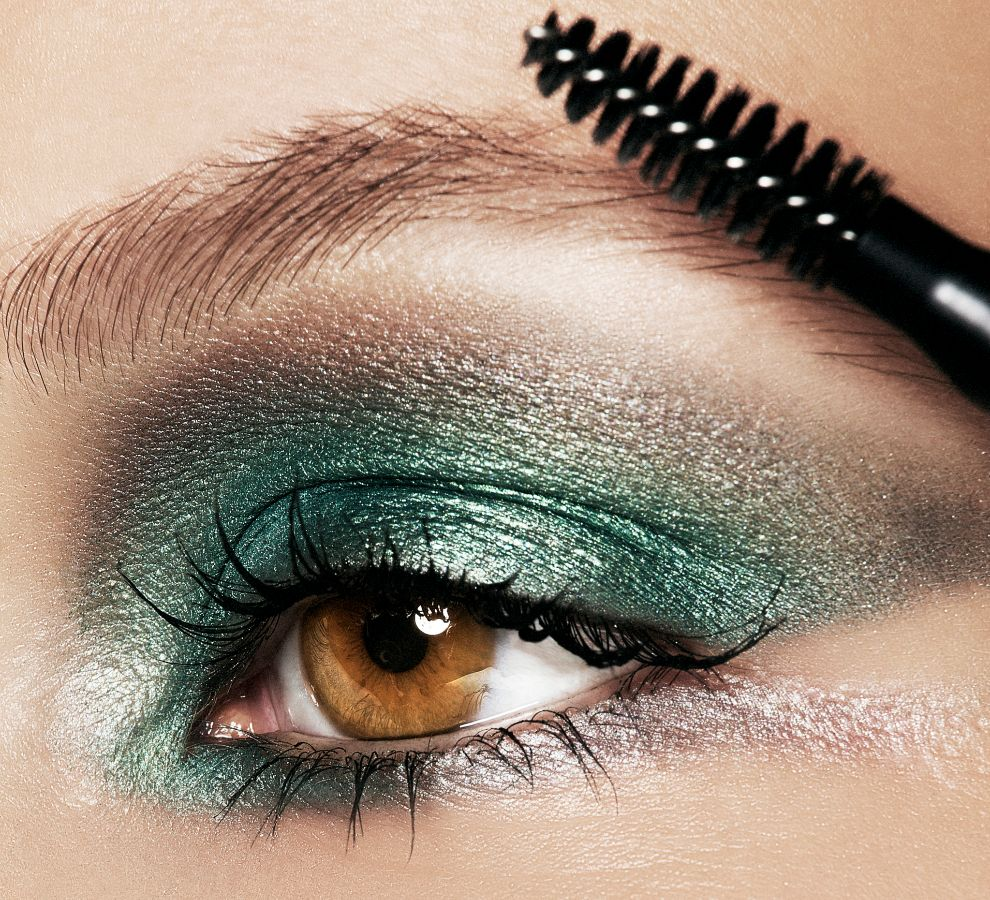 El método más rápido, aunque temporal, es utilizar maquillaje.