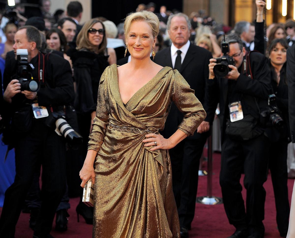 Meryl Streep recogió el Oscar a en 2012 con un vestido dorado de Lanvin firmado por Alber Elbaz.
