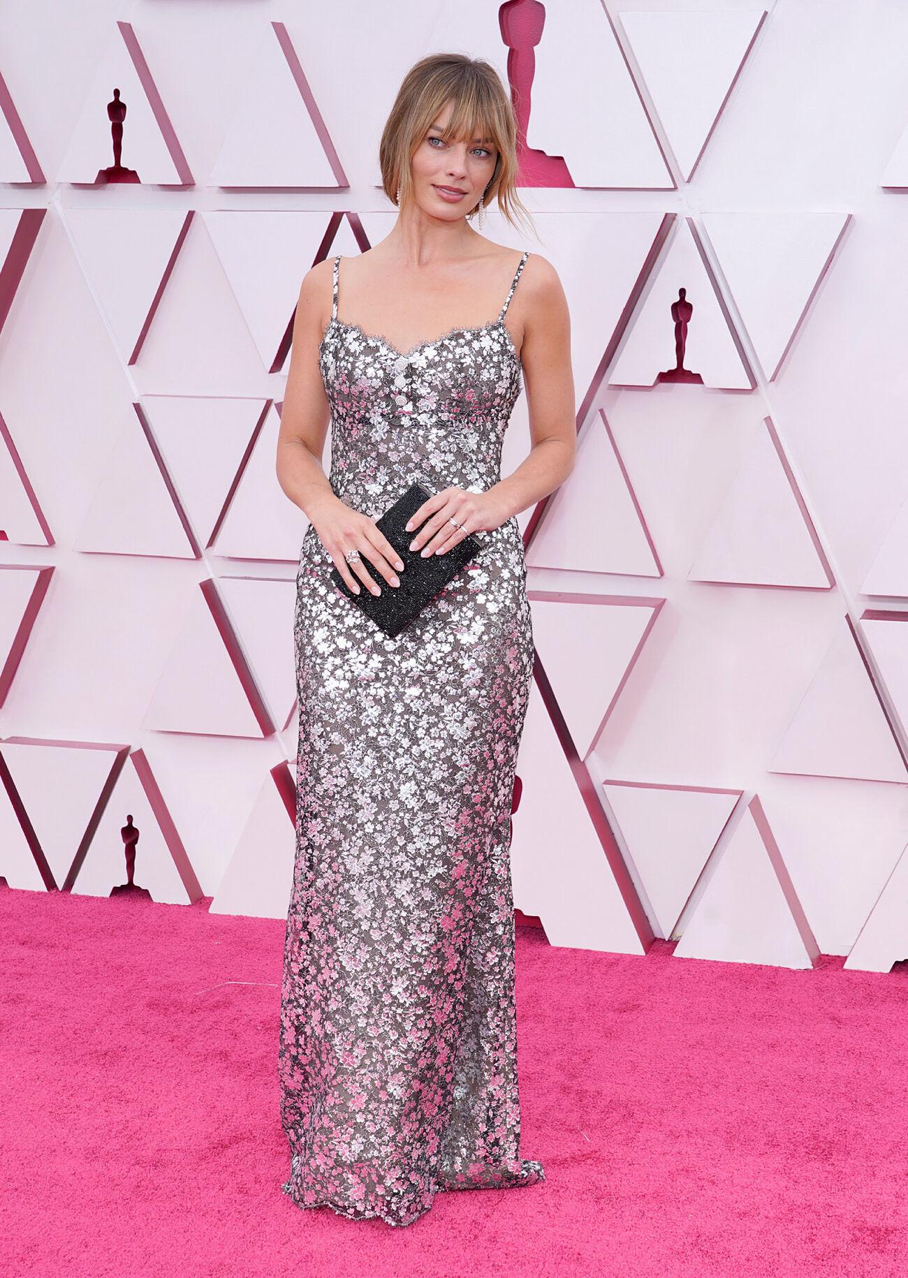 Margot Robbie llevaba un vestido de Alta Costura de Chanel.