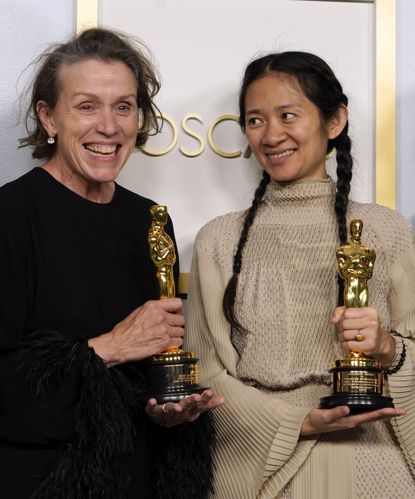 Chloé Zhao y  Frances McDormand.