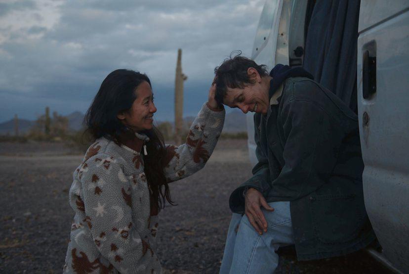 Chloé Zhao y Frances McDormand durante el rodaje de Nomadland