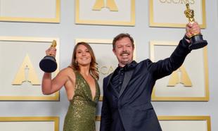 Pippa Ehrlich y James Reed, ganadores del Oscar al mejor documental...