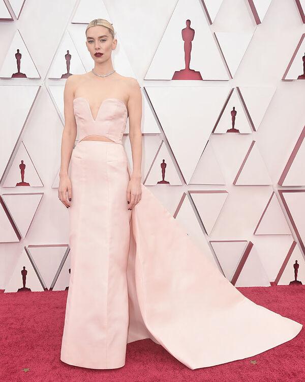 Vanessa Kirby en los Oscar 2021.