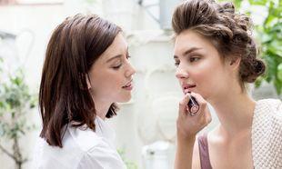 Preparación del maquillaje de novia para una boda