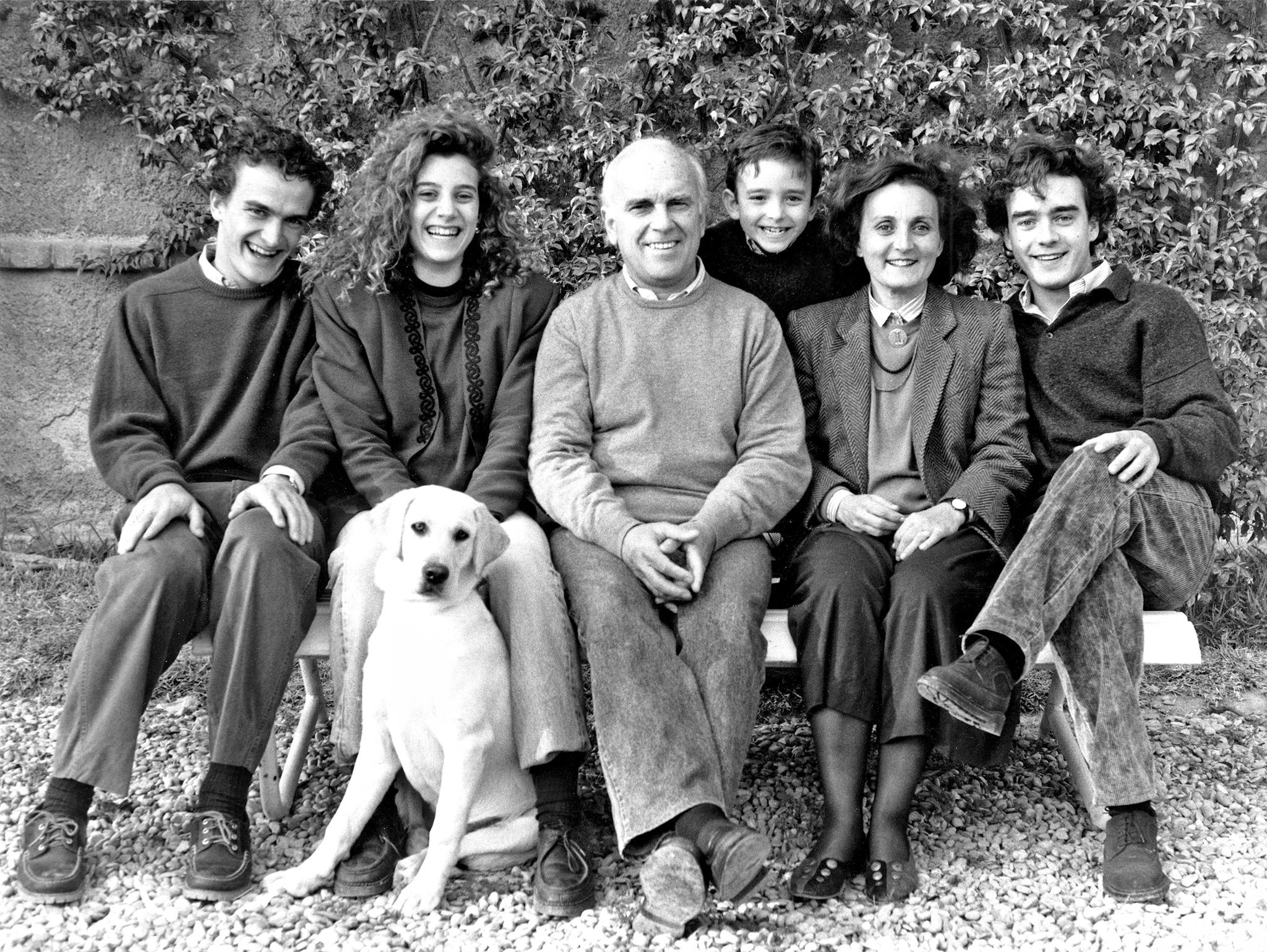 La familia MIlá al completo, con su mujer Cuqui y sus cuatro hijos.