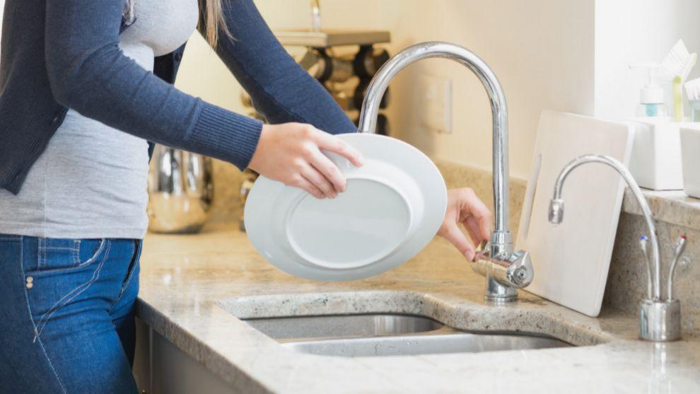 Las mujeres dedicamos el doble de tiempo que los hombres a las tareas domésticas