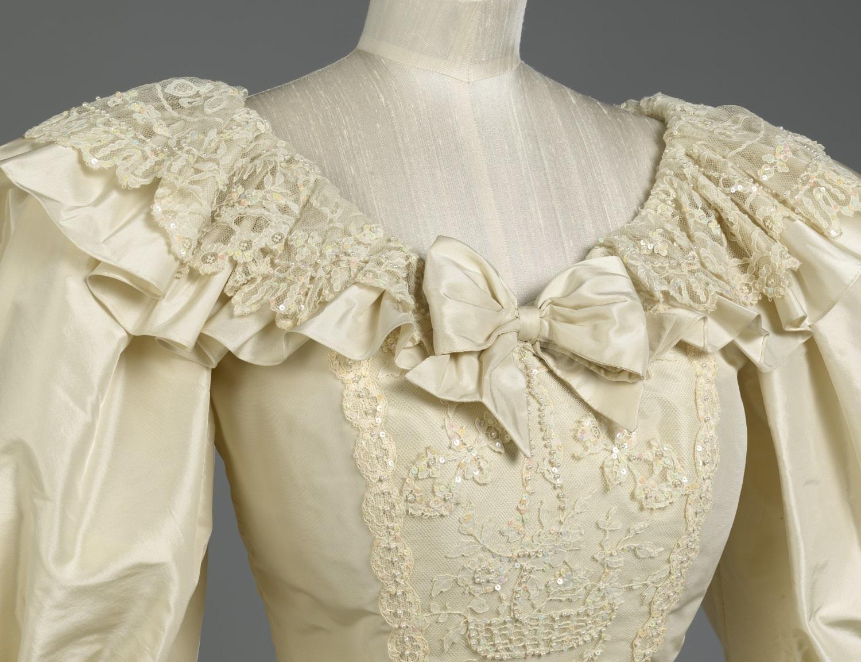 Detalle del vestido de novia de Lady Di (Royal Collection Trust), que se expondrá en el Palacio de Kensington (Londres).