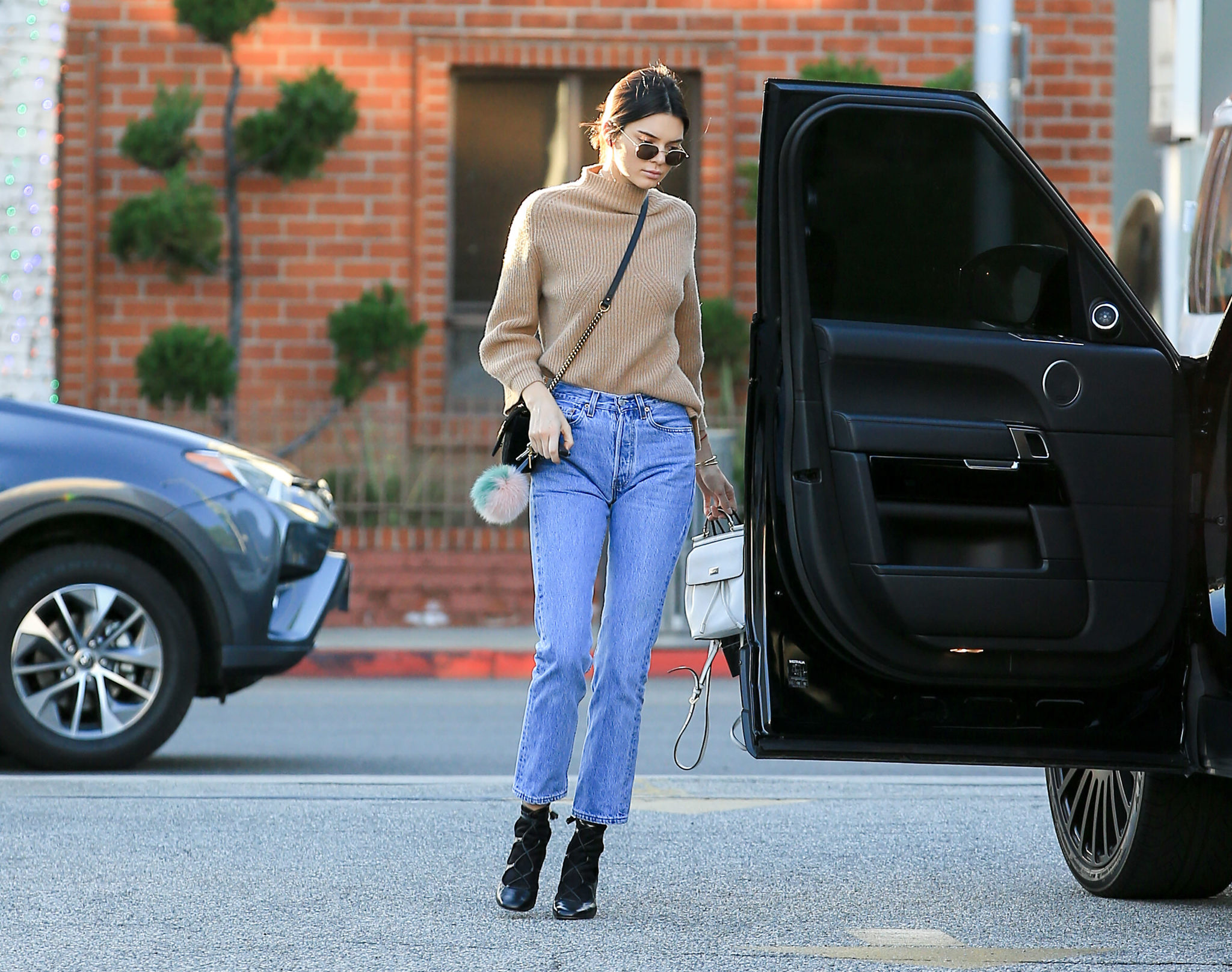 Kendall Jenner con mom jeans.