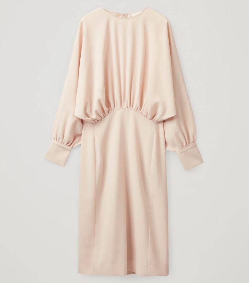 Gathered midi dress, de Cos (89 euros)