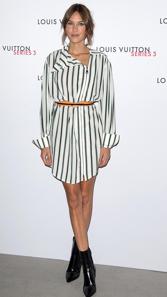 Alexa Chung con vestido y botines.