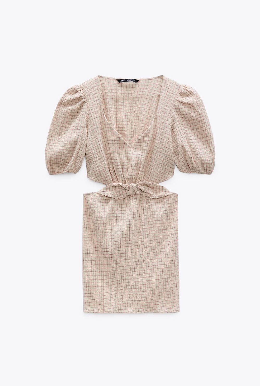 Vestido corto de Zara.