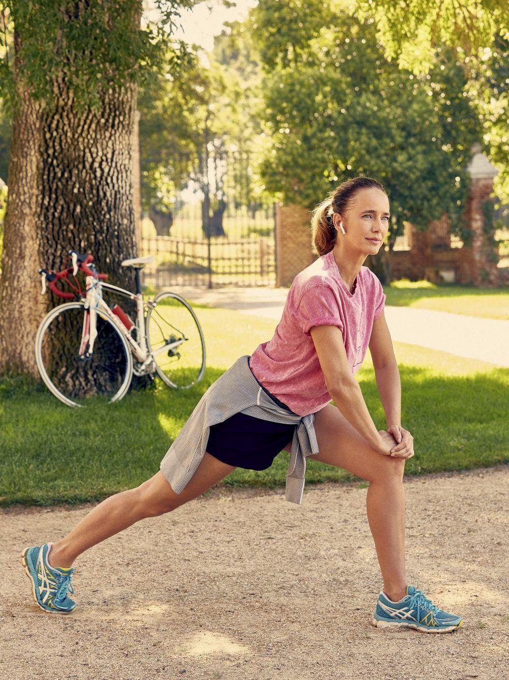 Realizar ejercicio moderado pero constante, añadir más proteínas de calidad a tu dieta y un sueño reparador, ayudan a mejorar la calidad de la piel más allá de los 50.