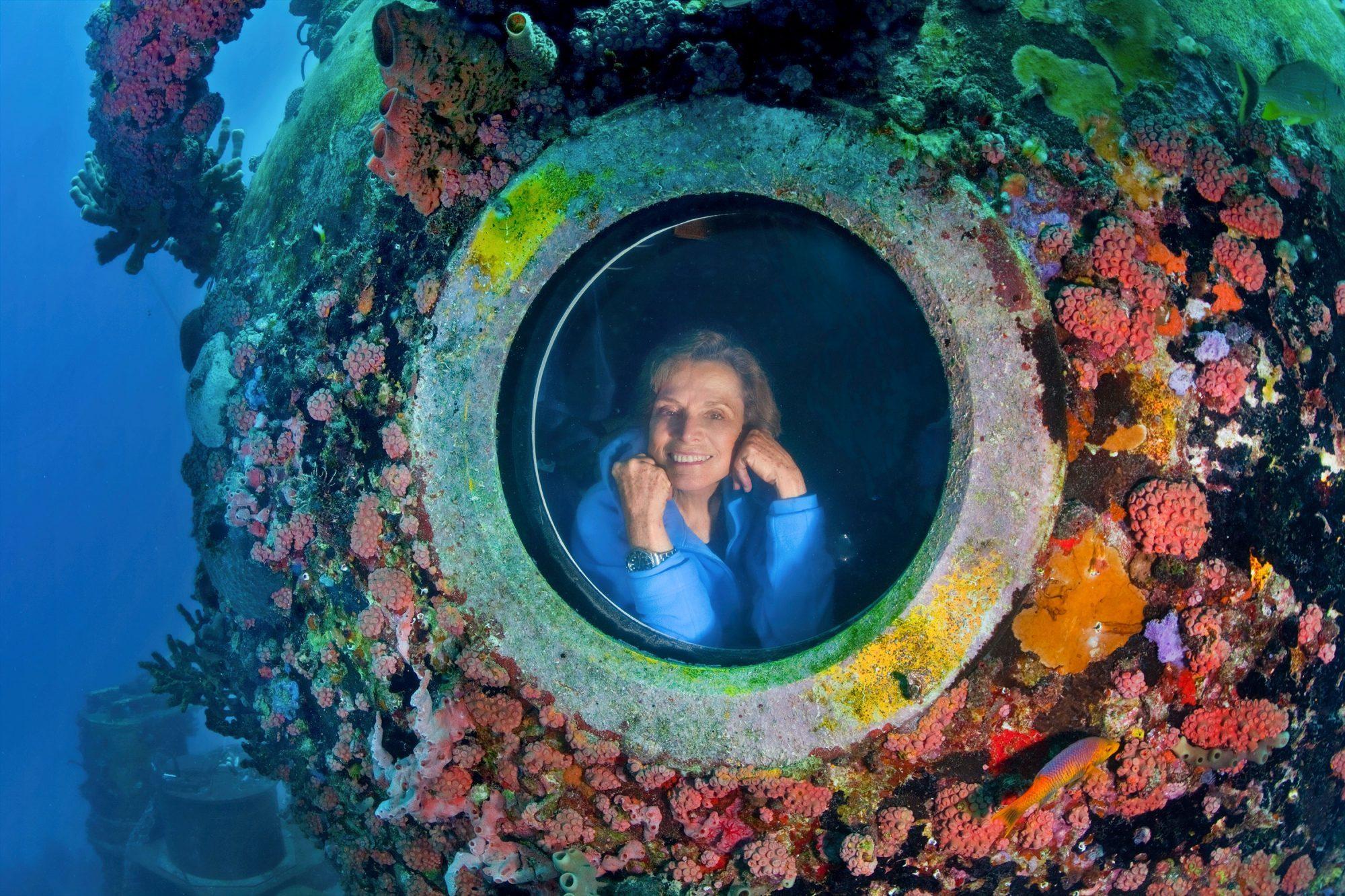 En 1970, Sylvia Earle vivió dos semanas en un laboratorio submarino para estudiar la vida del océano y las consecuencias sobre el cuerpo humano.