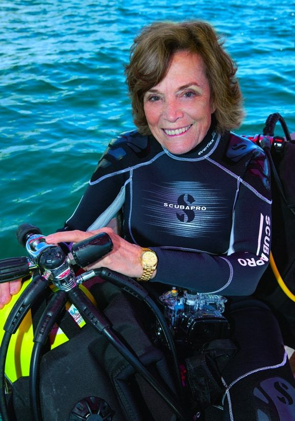 A sus 85 años, Sylvia Earle sigue investigando los océanos de la mano de Rolex.