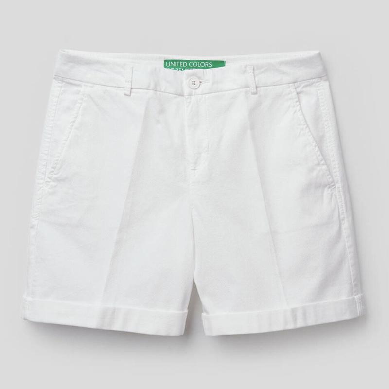 Bermudas blancas de Benetton.
