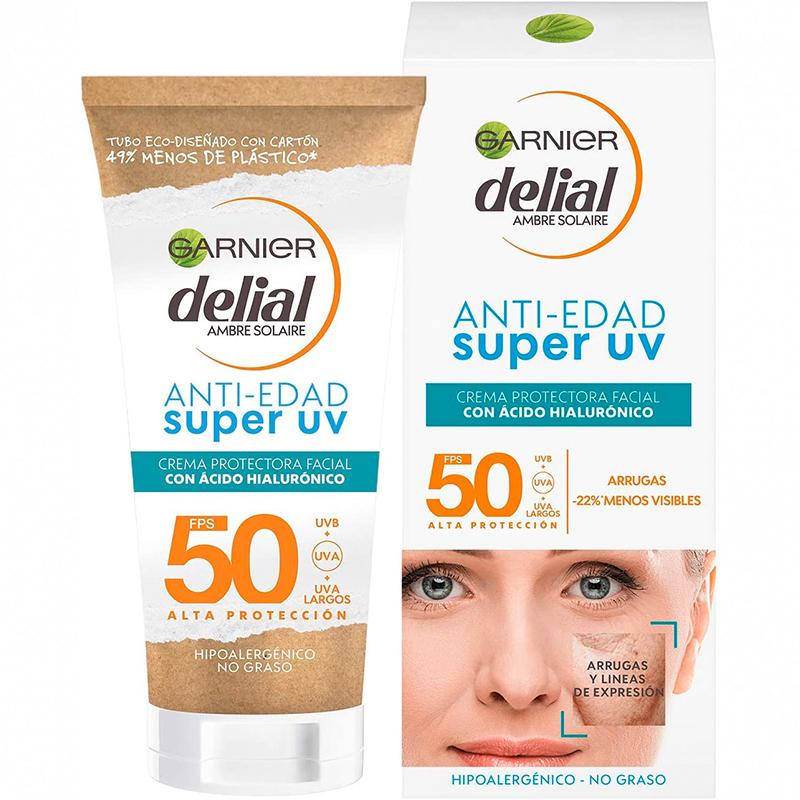 Crema protectora facial anti edad con ácido hialurónico y SPF 50, reduce arrugas y líneas de expresión.