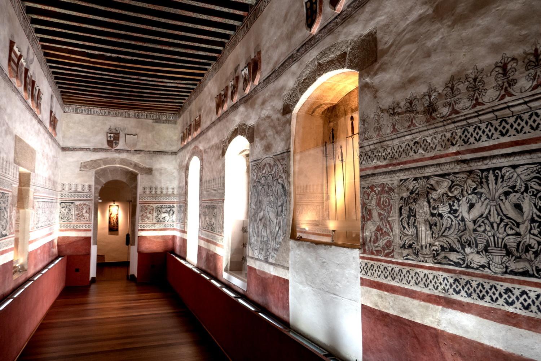 Sala de Armas en el museo Palacio de los Golfines de Abajo, Cáceres.