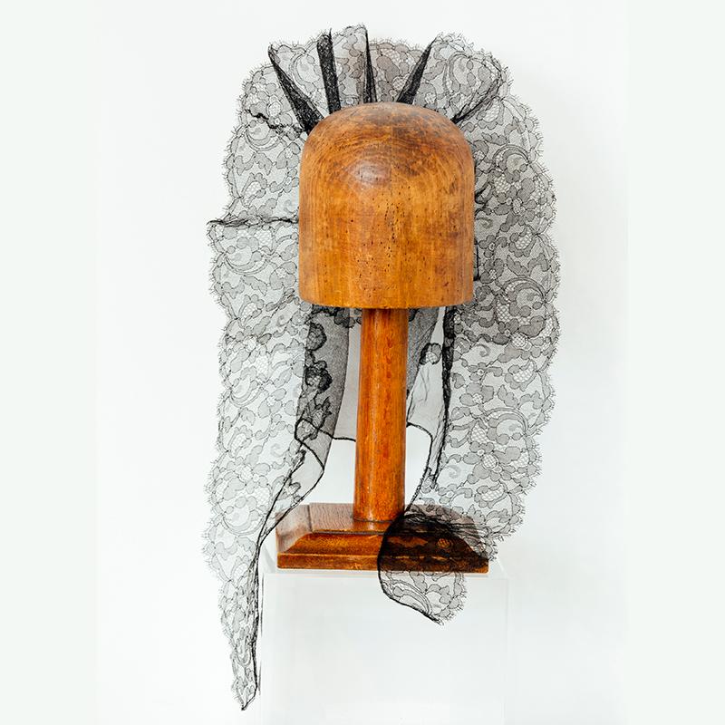 Mantilla-velo montada por Mariana Barturen con tul, muy goyesca y favorecedora