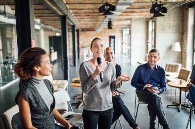 El lenguaje corporal ayuda a reforzar los discursos.
