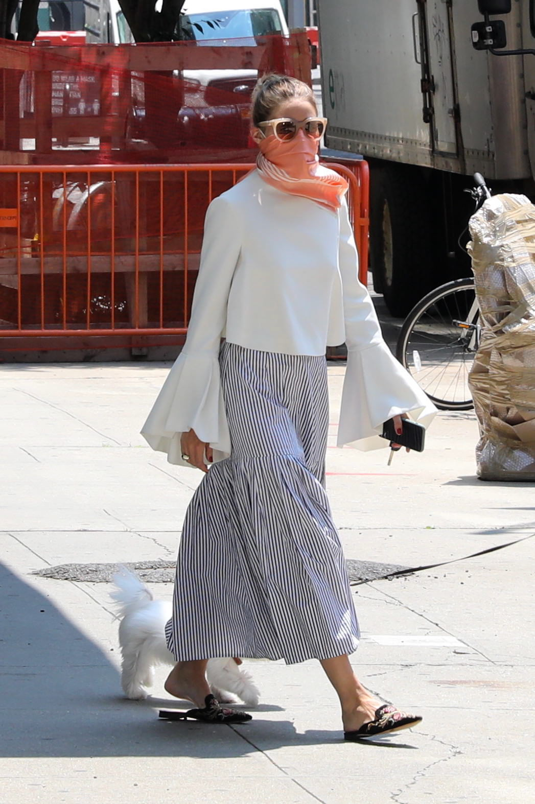Olivia Palermo con falda midi.
