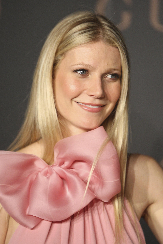 Gwyneth Paltrow: corte con ligeras capas y mechas rubias luminosas