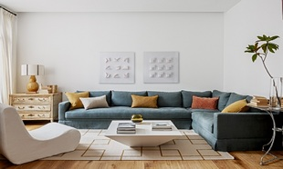 El salón con cuadros de Patrizia Lohan de la Galería Marita Segovia;...