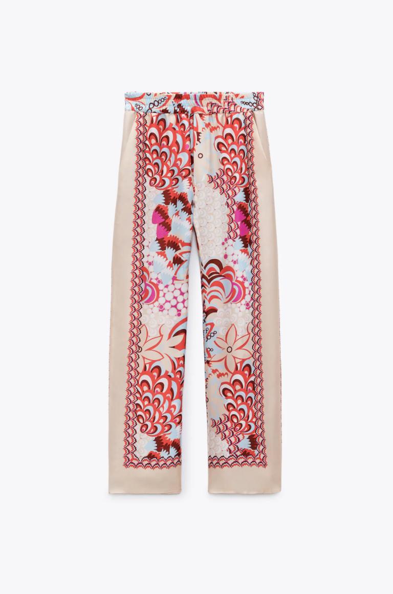 Pantalón estampado de Zara.