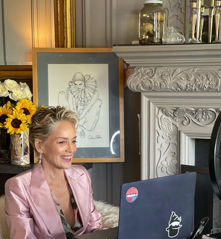 Sharon Stone con un pixie con textura muy favorecedor.