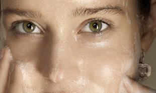 Jabón exfoliante para una piel radiante.