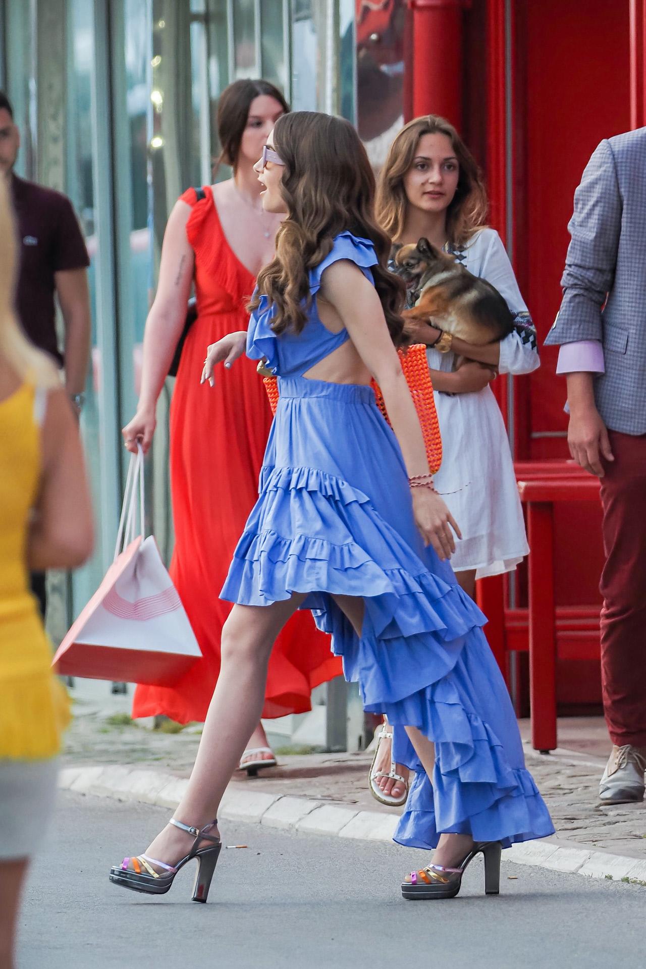 Lilly Collins en el rodaje de Emily in Paris.