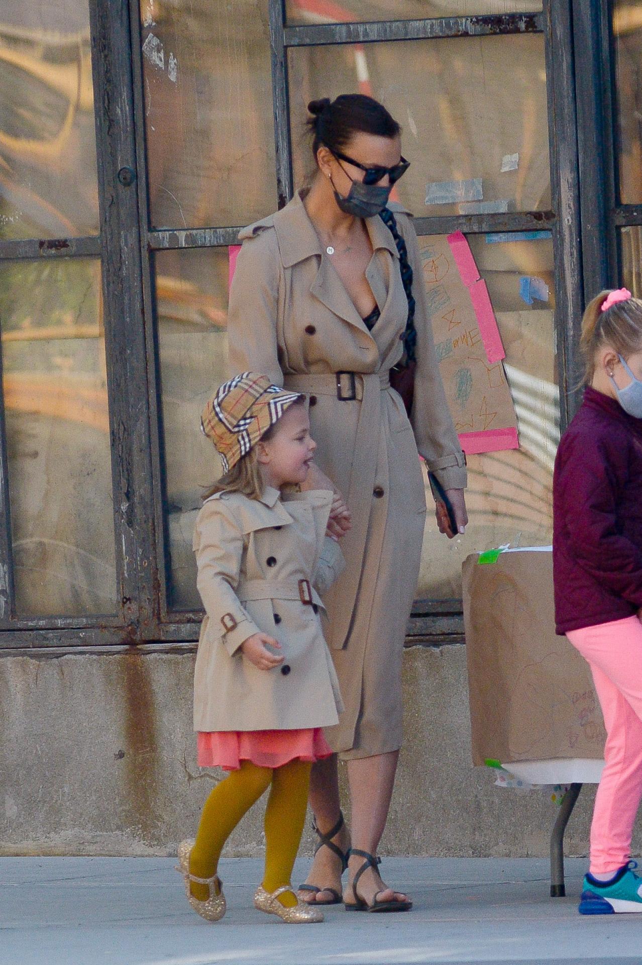 Irina Shayk y su hija, con looks a juego.